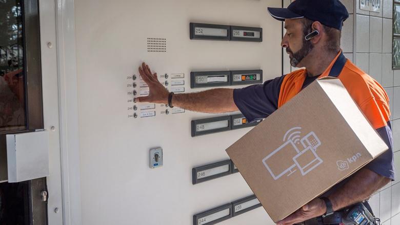 'Pakjes zelf ophalen moet de norm worden' – Bezorgverkeer dreig volledig vast te lopen | MKB Amsterdam in Het Parool (19 april 2019)