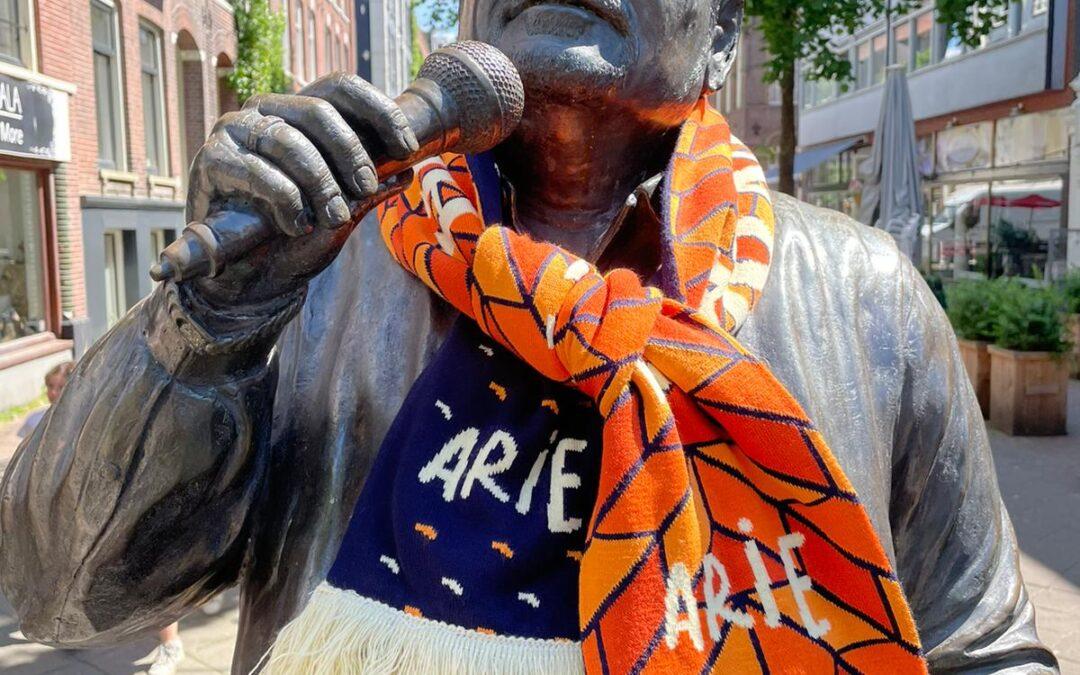 Arie op de hoek brengt oranjekoorts naar de Pijp